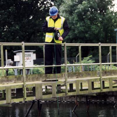 Calidad MejorasEnergeticas Abastecimiento y tratamiento de aguas Monitores de nivel de manta de fangos Monitores para la línea de fangos Sensor de nivel de fango 715 uso